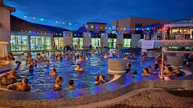 Éjszakai fürdőzés, Sárvári Gyógy- és Wellnessfürdő